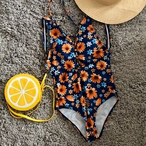 Sunflower lace-up swimsuit 🌻